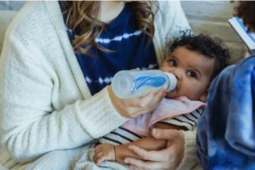Alimentarea cu biberonul – Cele mai frecvente greșeli făcute de părinți